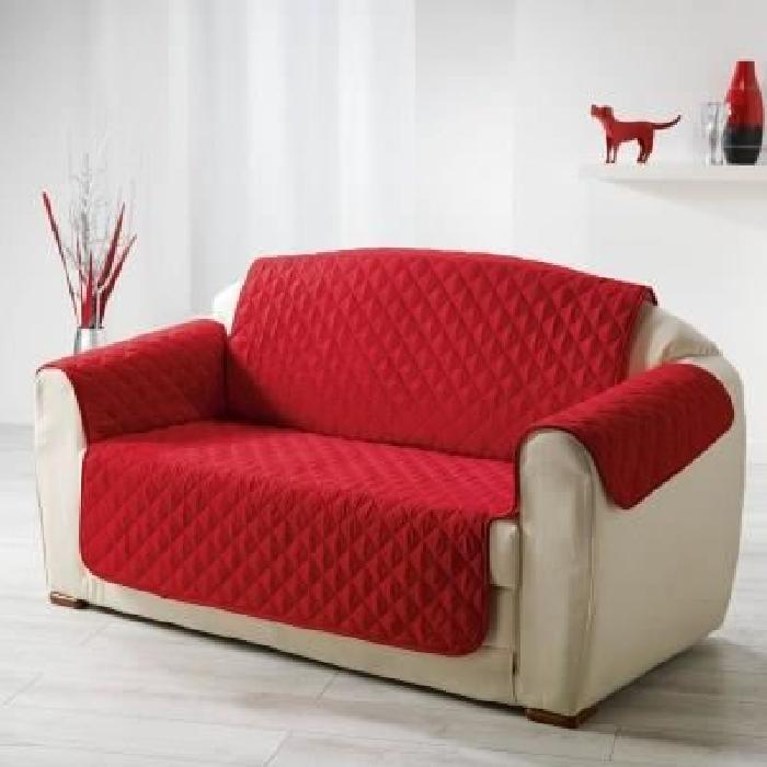 DOUCEUR d'INTERIEUR Protege canapé matelassé Club 279x179 cm rouge